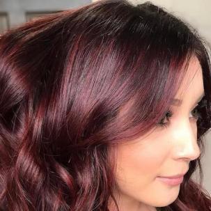 Woman with mahogany wavy hair